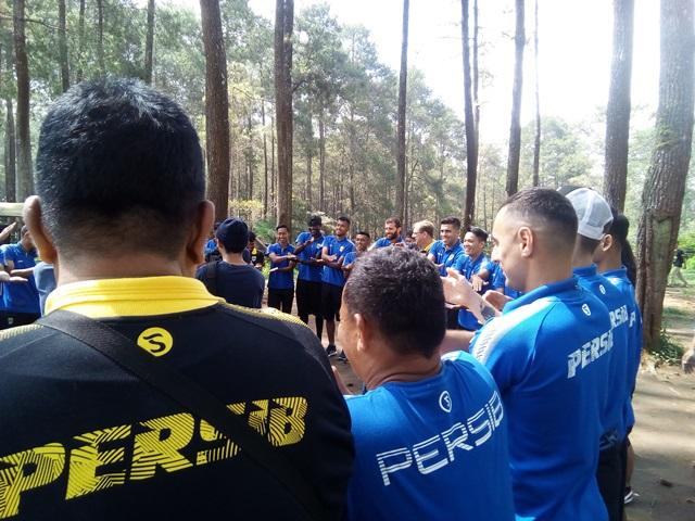 OUTBOUND PERSIB BANDUNG DI GRAFIKA CIKOLE LEMBANG BANDUNG-ROVERS ADVENTURE INDONESIA