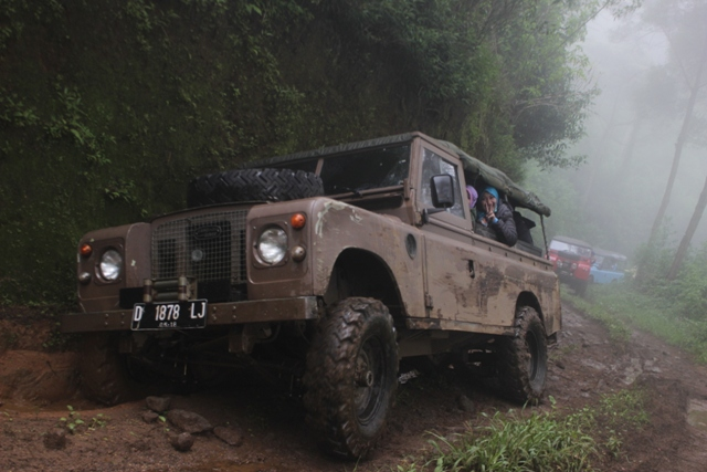 Paket Wisata Offroad Ciwidey - EO Outbound Lembang Bandung - Rovers Adventure Indonesia