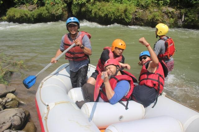 RAFTING ARUNG JERAM CIPUNAGARA SUBANG - PAKET OUTBOUND LEMBANG BANDUNG | ROVERS ADVENTURE INDONESIA