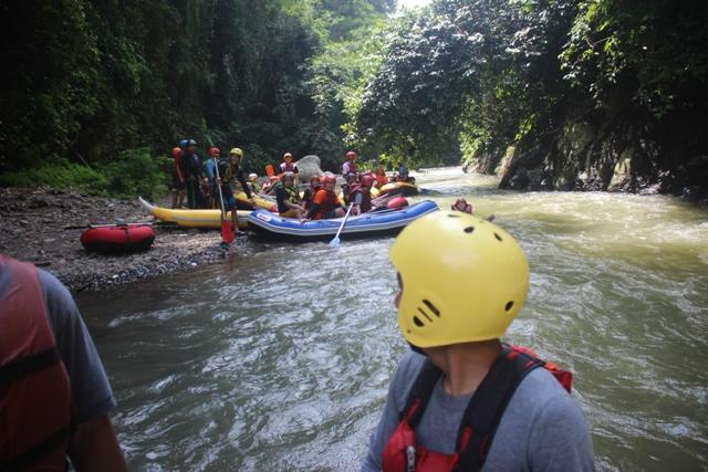 RAFTING ARUNG JERAM - Program EO Outbound Lembang Bandung - Cikole