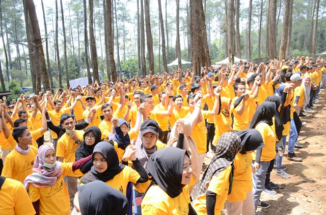 Ratusan peserta mengikuti event gathering di Lembang, Kabupaten Bandung Barat, bersama Rovers Adventure Indonesia